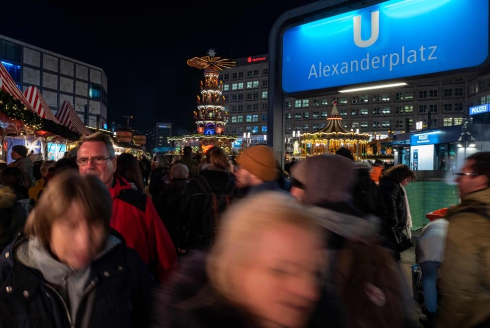 ألمانيا تمدّد العمل بقرار منع ترحيل اللاجئين السوريين