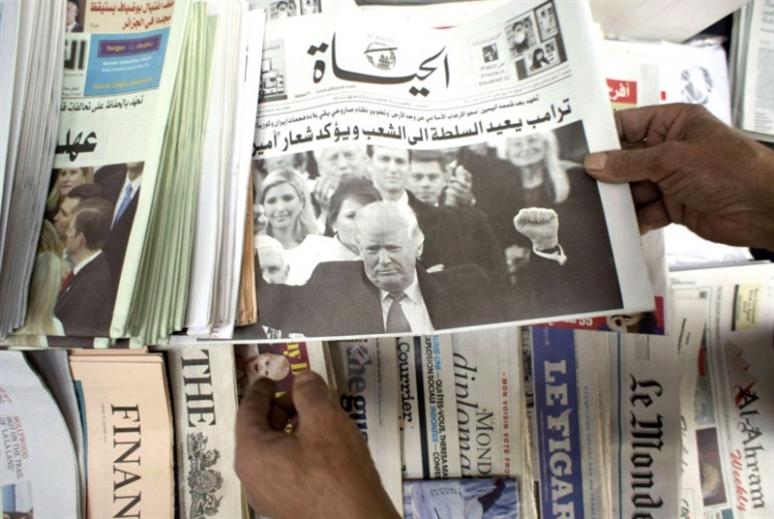 مصروفو «الحياة» يتظاهرون أمام السفارة السعودية