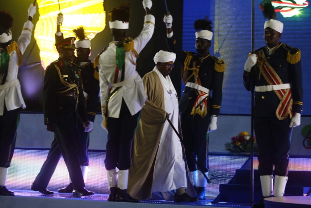البشير يعتمد ديباجة «المؤامرة»: أسبوع غضب نحو الحكومة والقصر