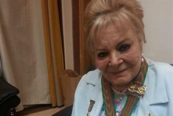نادية لطفي تحتفل بعيدها في المستشفى