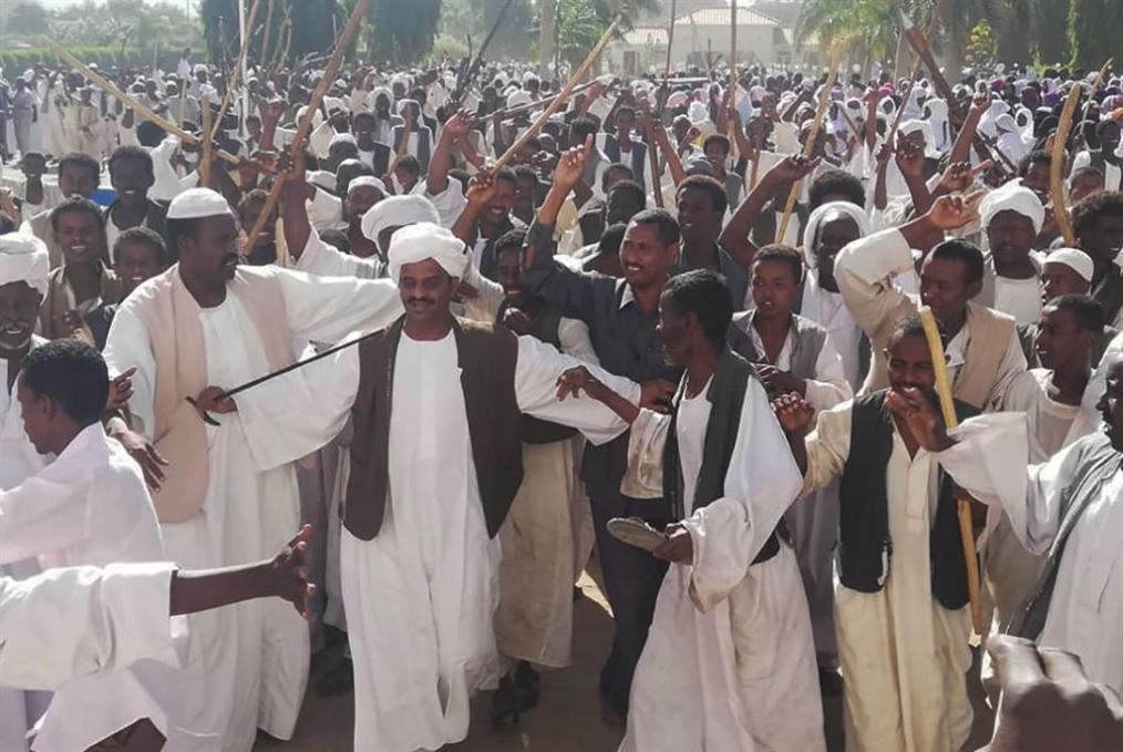 البشير يستعرض في عطبرة: حشد مضاد لـ«احتجاجات الخبز»