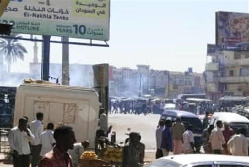«احتجاجات الخبز» إلى التصعيد: اعتصام مفتوح حتى إسقاط النظام