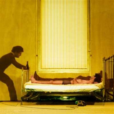مسرحيته «وحيدون» تستعيد الجذور العربية المنسيّة: وجدي معوض... عودة الابن الضال؟