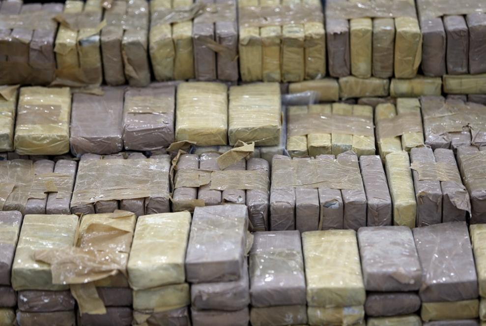 إخلاء متّهم بتهريب أطنان من المخدرات: هل صدر «العفو العام» على تجّار الممنوعات؟