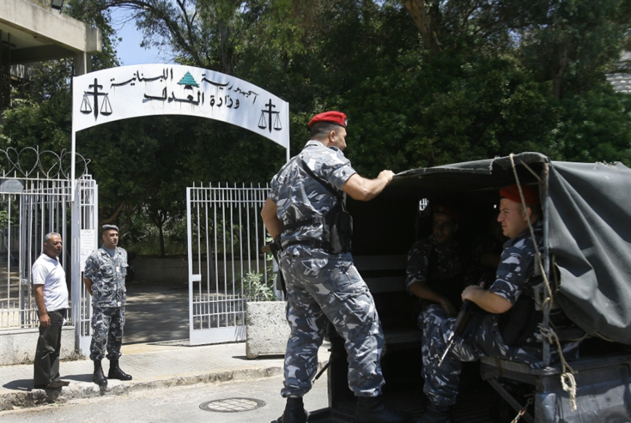 آخر بدع بيتر جرمانوس: صحافيون أمام «الحاكم العسكري»!