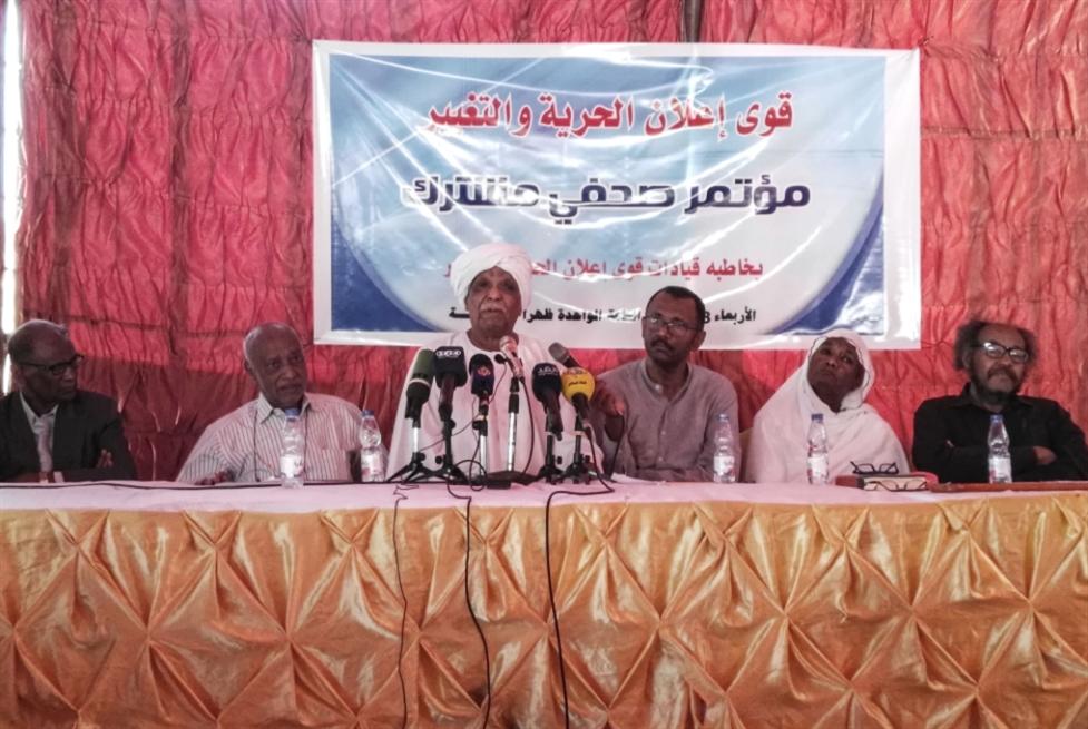 المعارضة تتّحد على إسقاط البشير: «تجمع المهنيين» يرسم خريطة الطريق