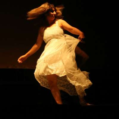 سهام ناصر نجمة «مهرجان مونودراما المرأة» في صور
