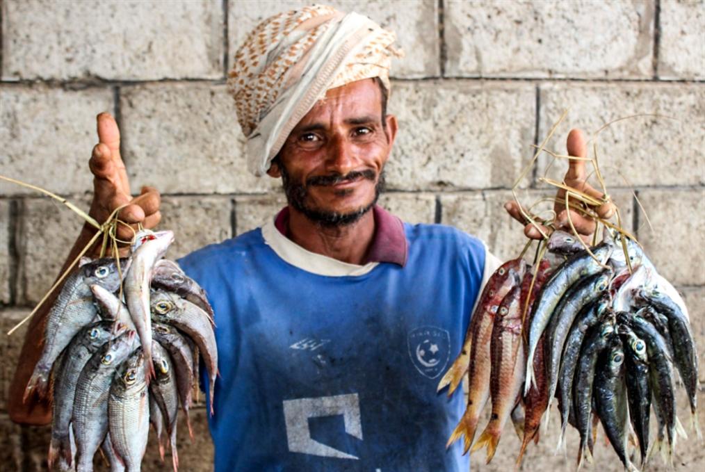 فصول متجدّدة من الحرب الاقتصادية: حكومة هادي تنقض التزامها صرف الرواتب