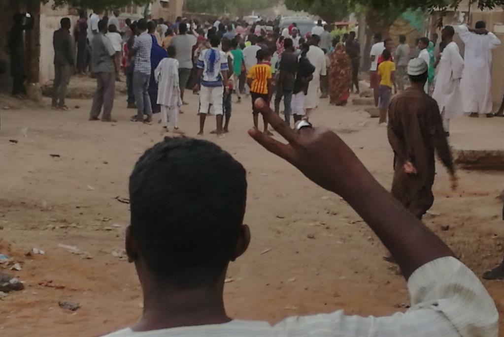 البشير والاعتقالات: تصعيد مع المعارضة وتهدئة مع الشارع