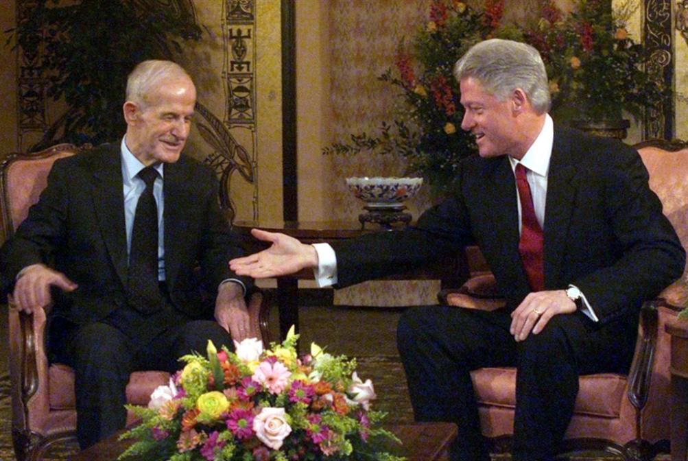 بيل كلينتون: الأسد الذي لا يُوقّع