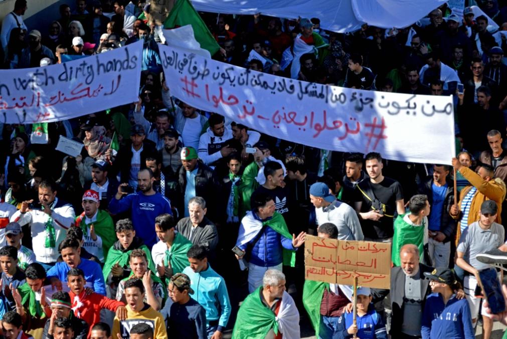 «جمعة الرفض» لقرارات بوتفليقة: هامش مناورة السلطة يضيق