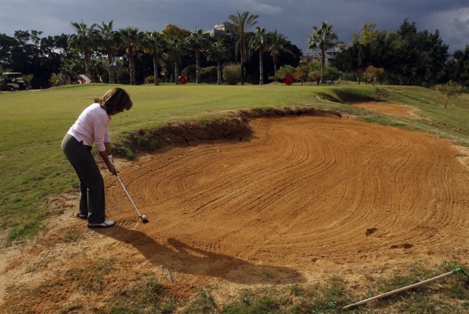 الغبيري تتهم «الغولف» بالتهرّب من الرسوم البلدية