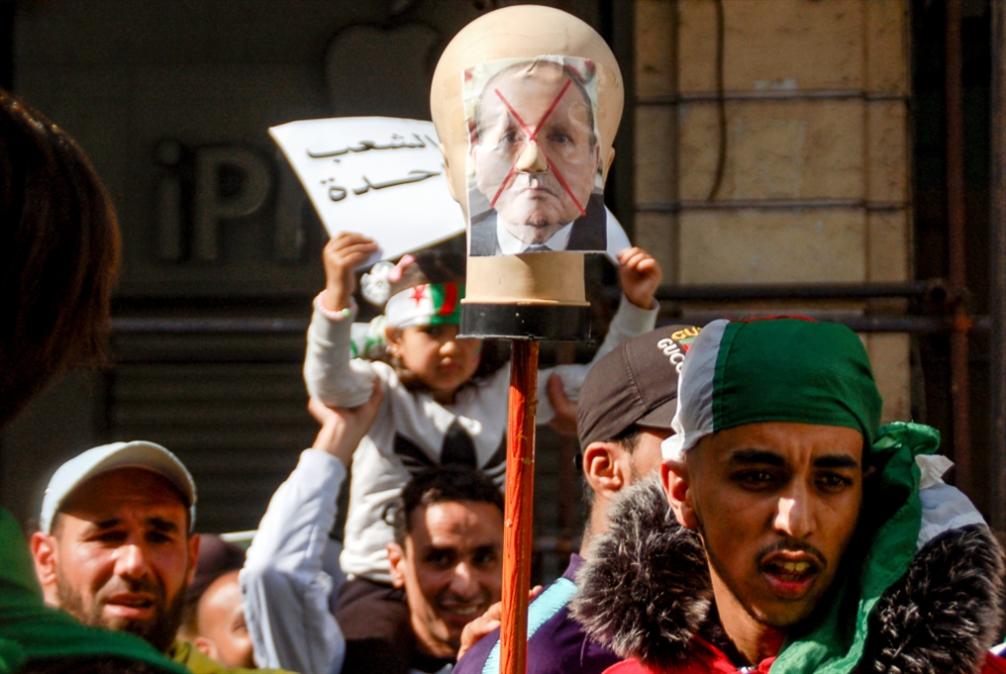 «جمعة سادسة» في الجزائر: مخاوف استطالة الأزمة تكبر