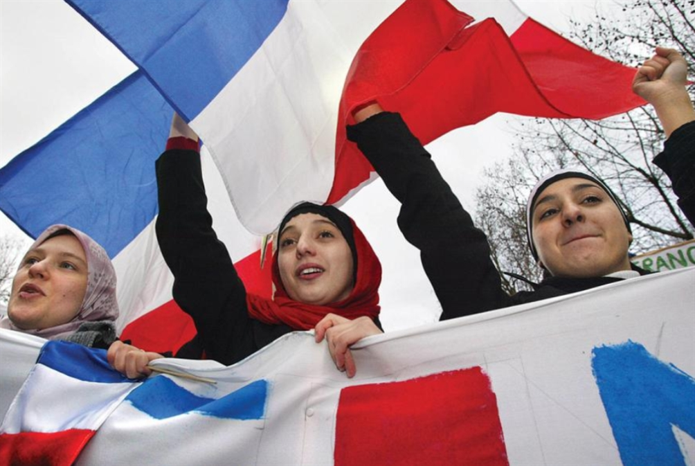 حملة مسعورة في فرنسا ضد حجاب رياضي