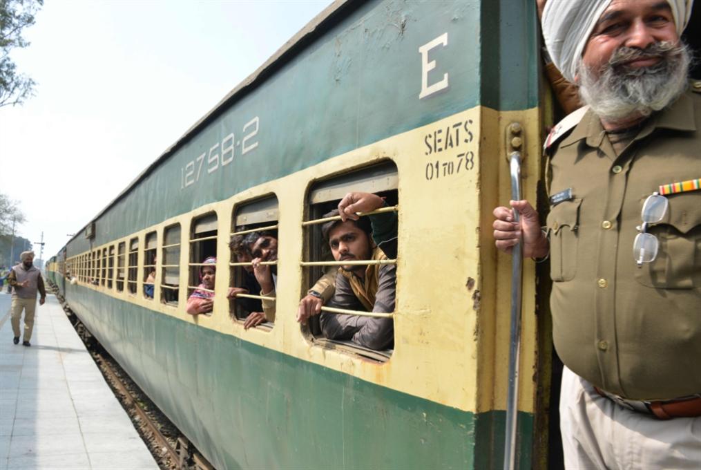 باكستان تعيد سفيرها لدى الهند