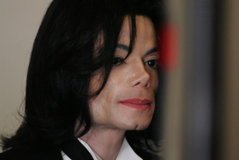 مايكل جاكسون... بين البيدوفيليا وحب المعجبين