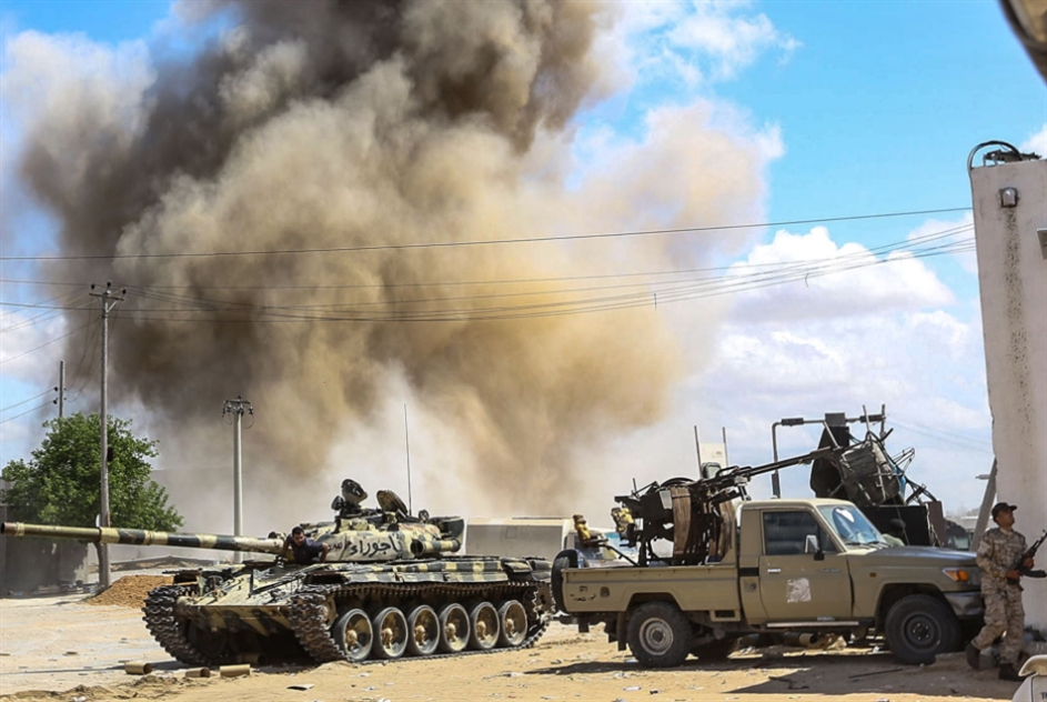 حركة طائرات إماراتية وروسية في بنغازي: الدعم الخارجي آخر أوراق حفتر