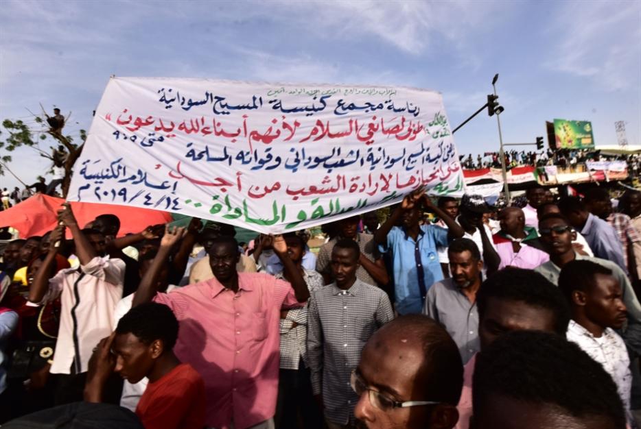 العسكر يطلق عجلة «الحوار»: المعارضة منقسمة في مطالبها