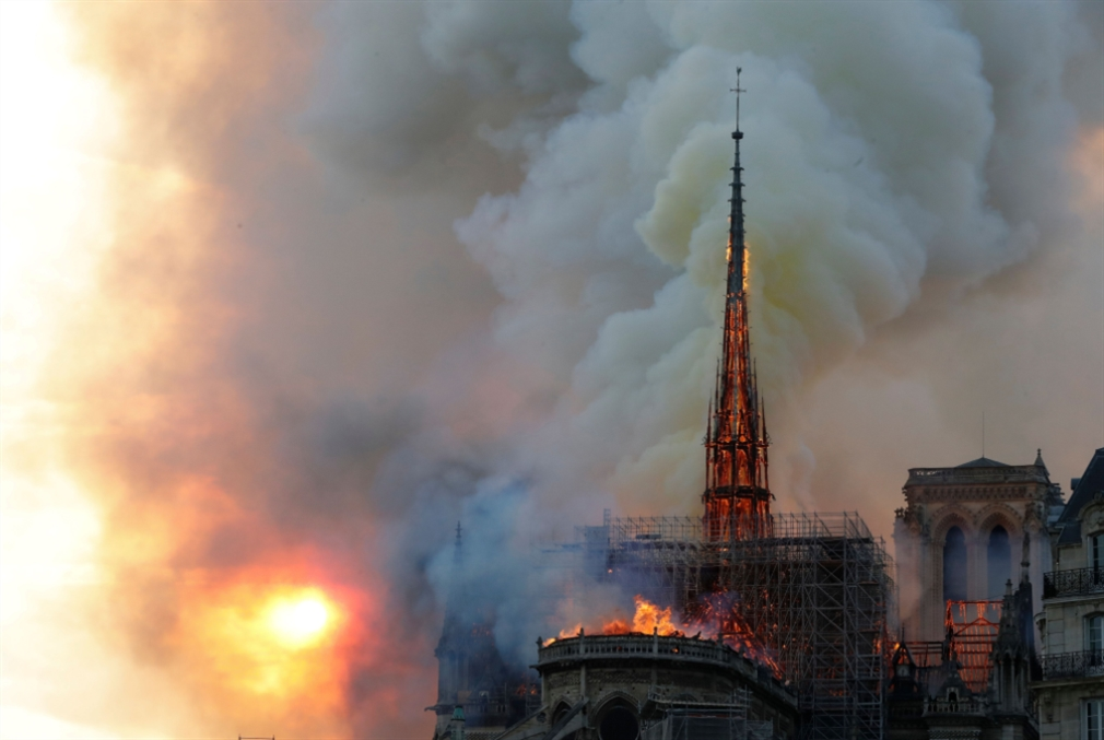 كاتدرائية نوتر دام متّشحة بالسواد: إنه «أسبوع الآلام»!