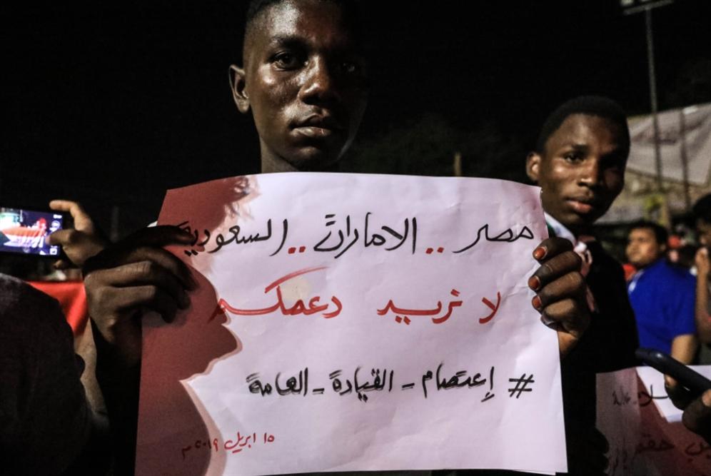 السودان | البرهان يواصل التفافه على الشارع: افتضاح التدخل السعودي ــ الإماراتي