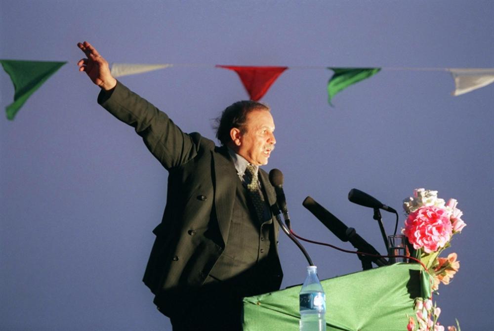 بوتفليقة يعلن الاستقالة... نحو مرحلة انتقالية صعبة
