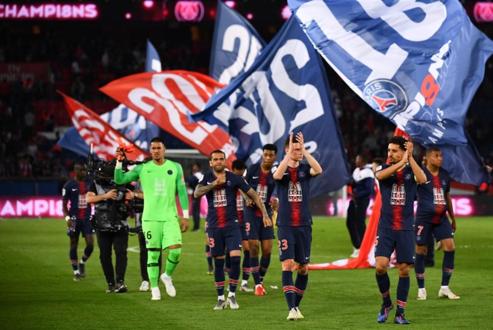 باريس تحتفل باللقب