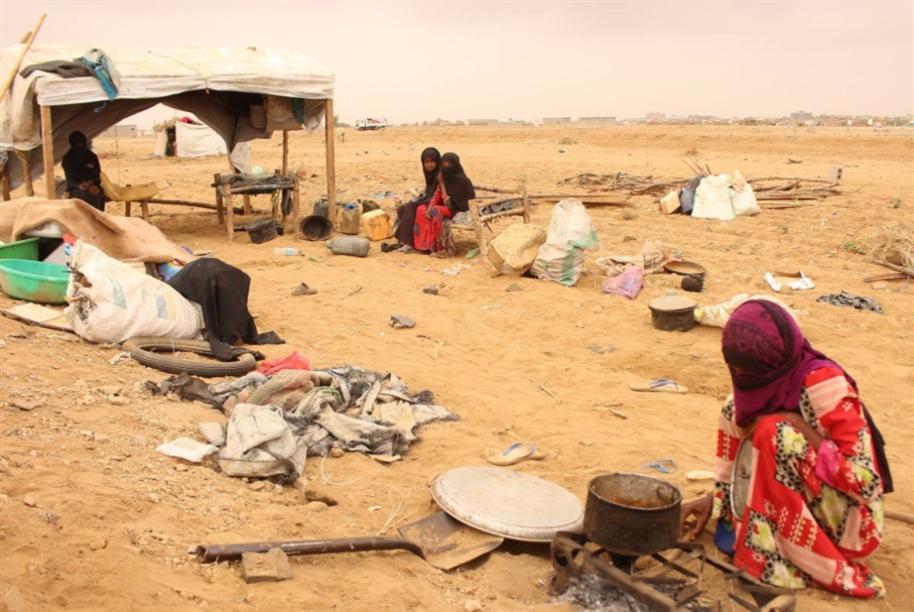 «التحالف» يلاحق اليمنيين إلى مخيمات النزوح
