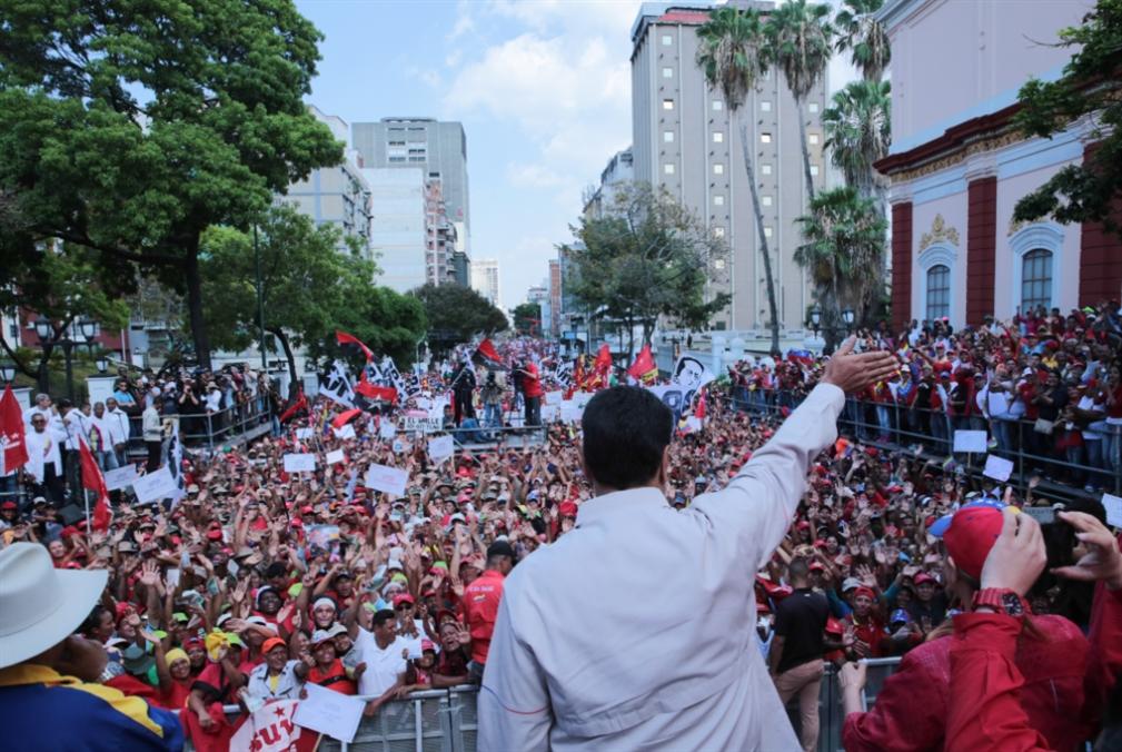 مادورو يمدّ يده رغم العقوبات: لطاولة حوار في أقرب وقت