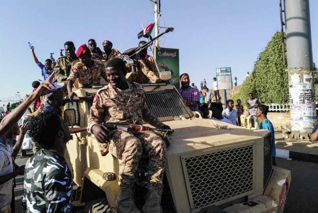 فصلٌ متجدّد من احتجاجات السودان: دعوات إلى تدخّل الجيش