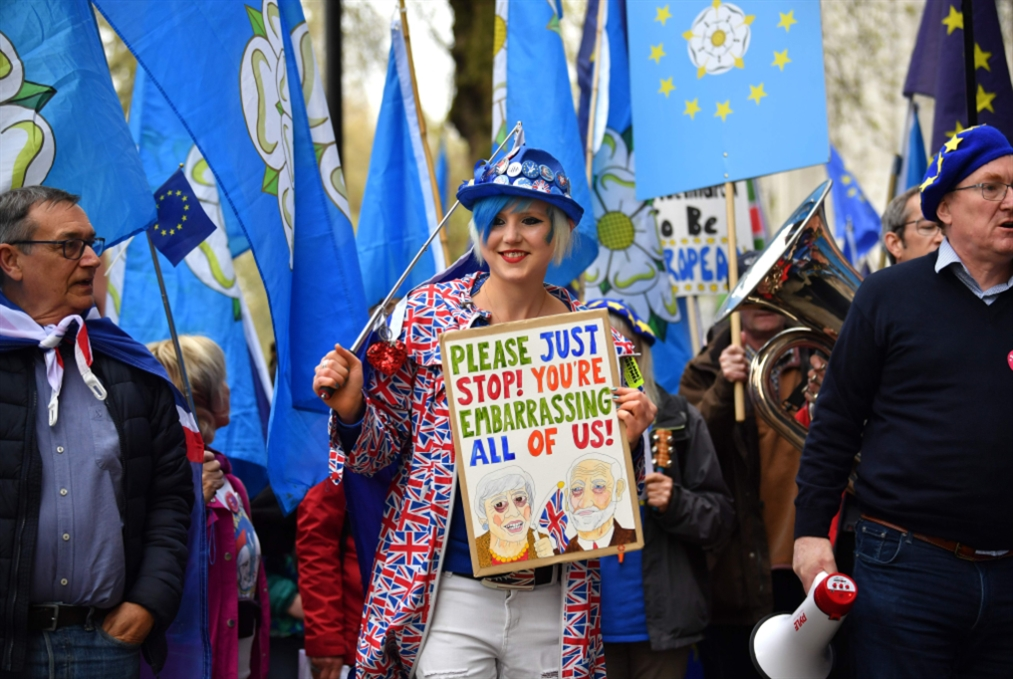 ثلاثة أيام أمام ماي «العاجزة»: فرنسا قد تستدعي روح ديغول