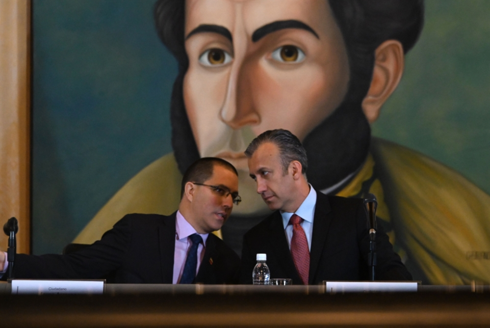 واشنطن توسّع العقوبات على كاراكاس... غوايدو يعود إلى سيناريو التظاهر