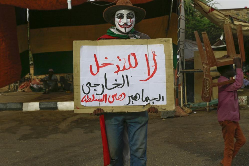 جولة ثالثة من المفاوضات اليوم: ورقة الشارع تُربك «العسكر»