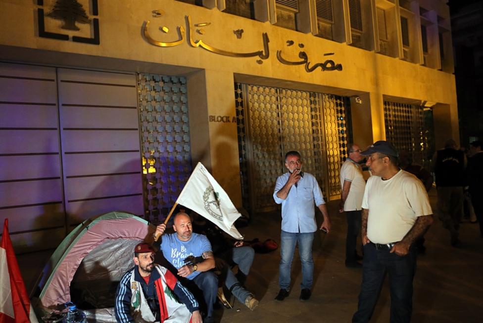 السراي ومصرف لبنان «تحت الحصار»: الحكومة تشتري الوقت ونقاش الرواتب مستمر