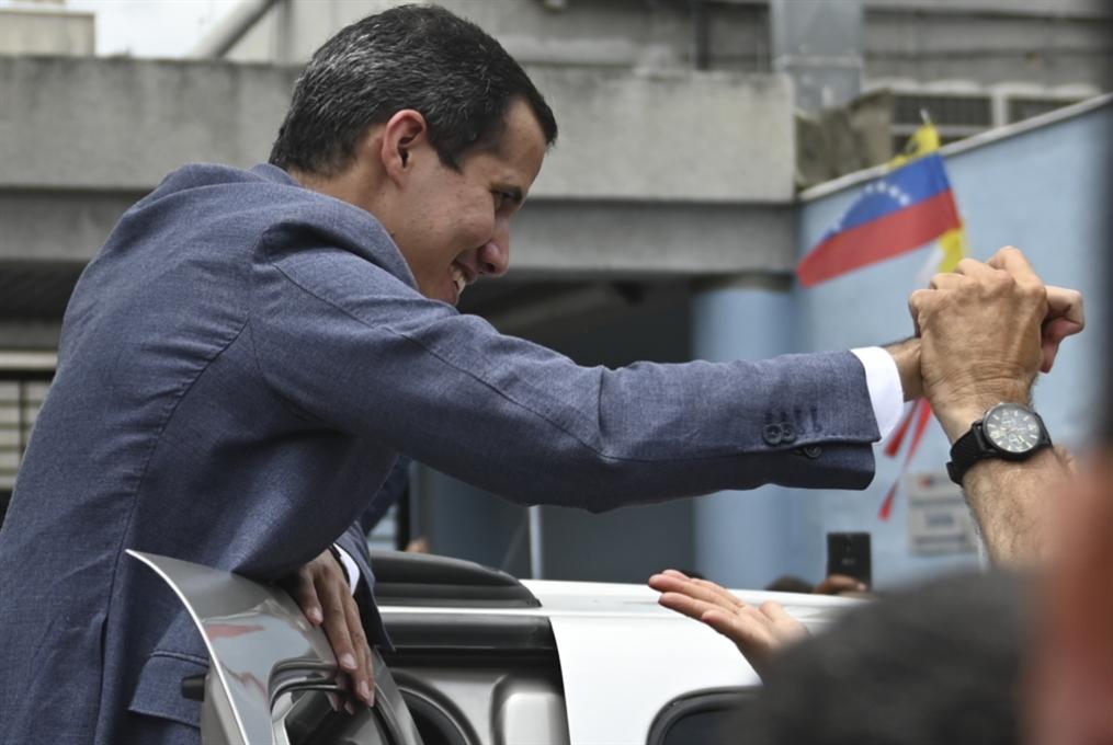 غوايدو يطلب التدخل الأميركي: تضييق على مناصري مادورو في واشنطن