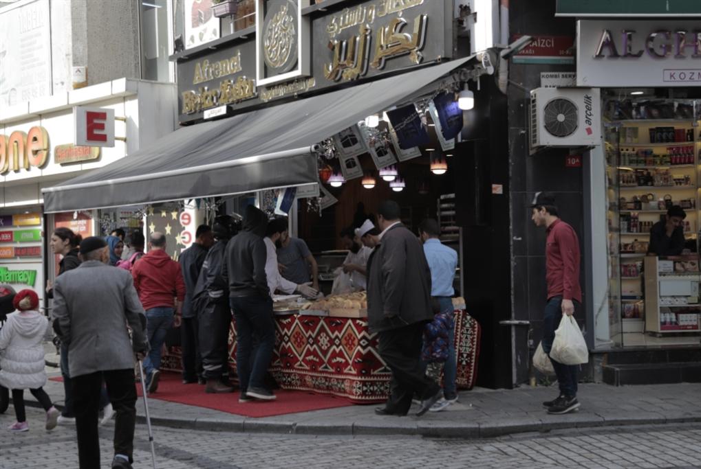 رمضان السوريين في أوروبا: «بيتوتي» برعاية «Video Call»