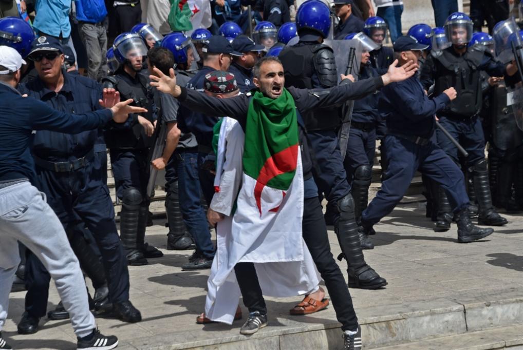 جمعة جديدة رفضاً لـ«المسار الدستوري»: حظوظ «الرئاسيات» أكثر ضعفاً
