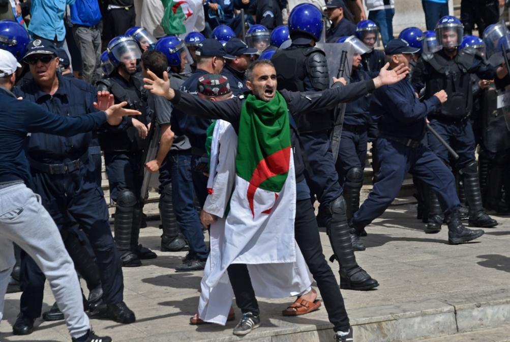 خرقٌ أوّلي في جدار الأزمة: مبادرة حوارٍ تنتظر تجاوب الجيش