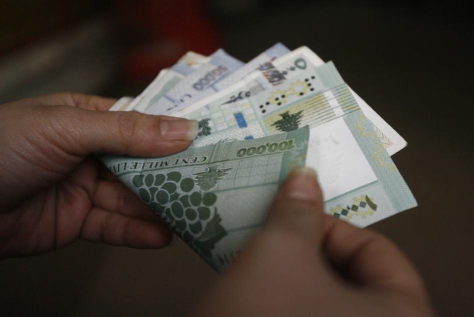 المصارف تفرض عمولات على السحب النقدي