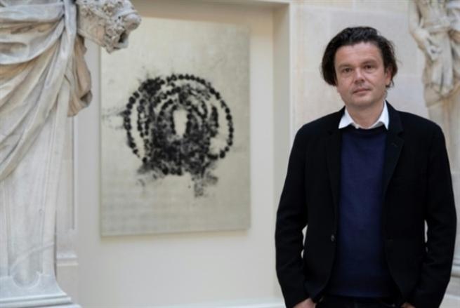 لوحات وورود احتفاءً بـ «متحف اللوفر»