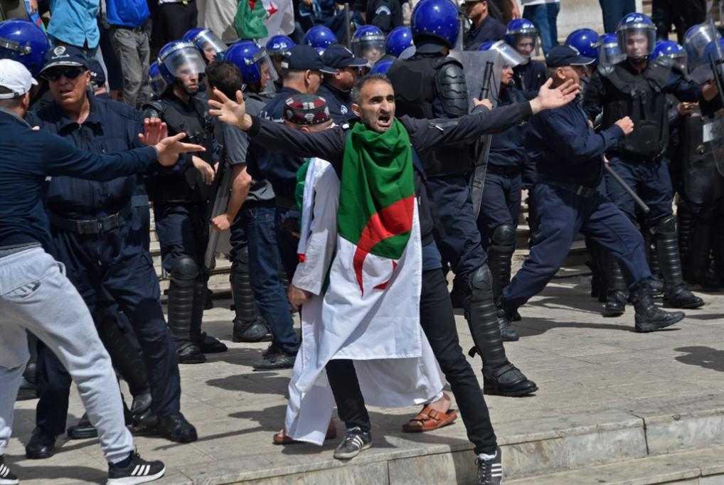 سقوط الرئاسيّات الجزائريّة: مخاوف من بقاء بن صالح