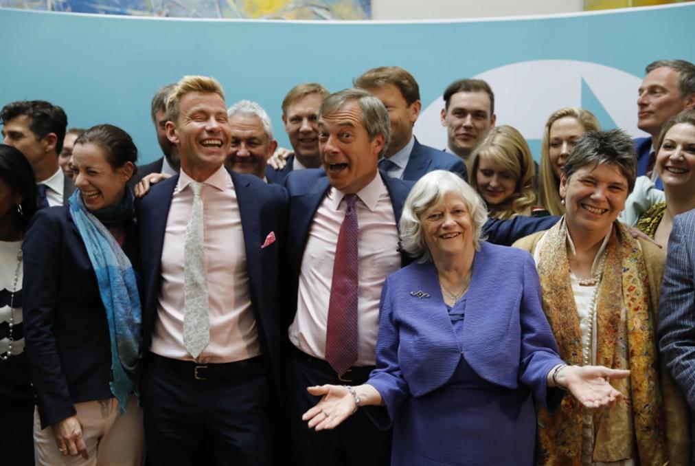 الناخبون البريطانيون عاقبوا الحزبين الكبيرين