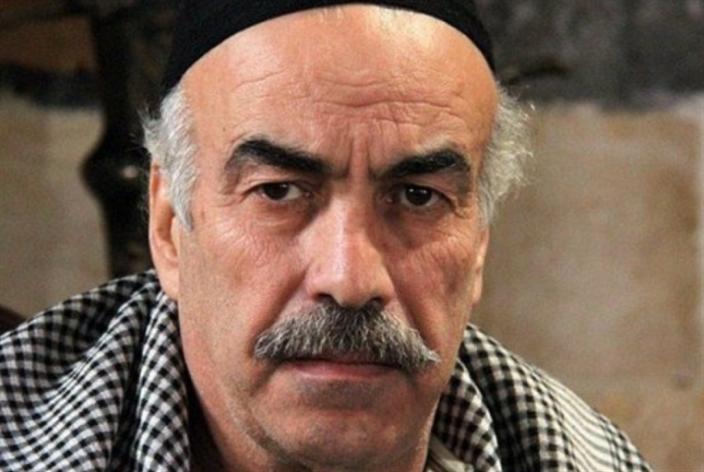 علي كريم يرتدي ثوب العاشق