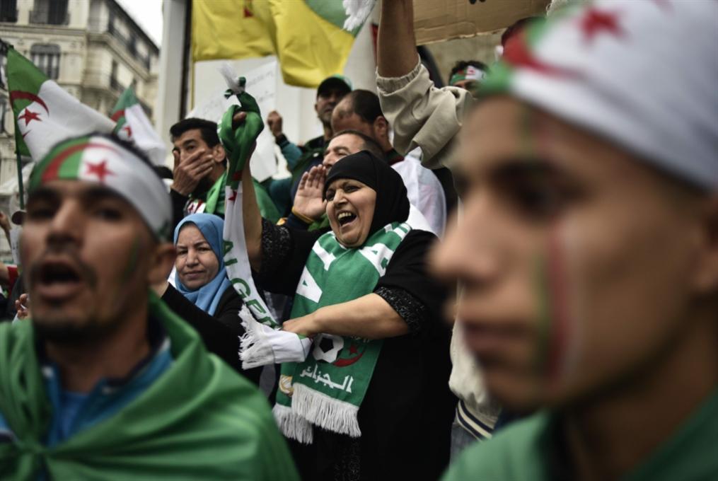تواصل الانسداد في الجزائر: موقف الجيش يقسم المتظاهرين