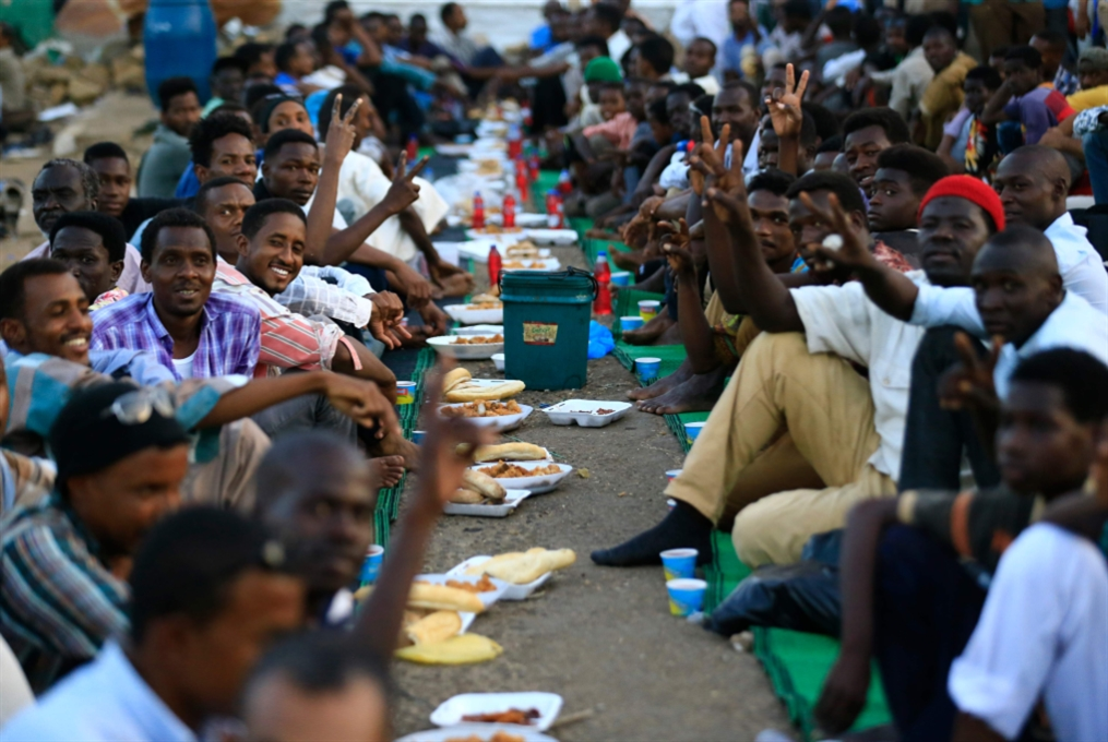 «العسكري» يرفض تسليم السلطة: «قوى التغيير» إلى العصيان المدني