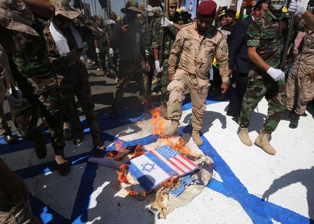 إحراق العلمين الإسرائيلي والأميركي في العاصمة العراقية بغداد