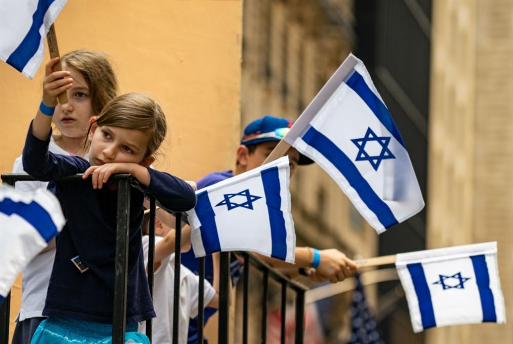 يهودي أولاً أم إسرائيلي؟