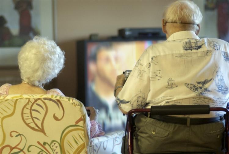 «بي بي سي»: لا مشاهدة مجانية لمن هم فوق الـ 75 عاماً