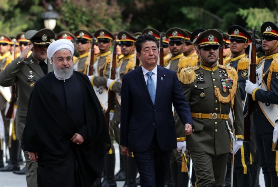 طهران في استقبال «عميد فريق الإطفاء»: لن نبدأ حرباً... لكن ردّنا «حاسم»