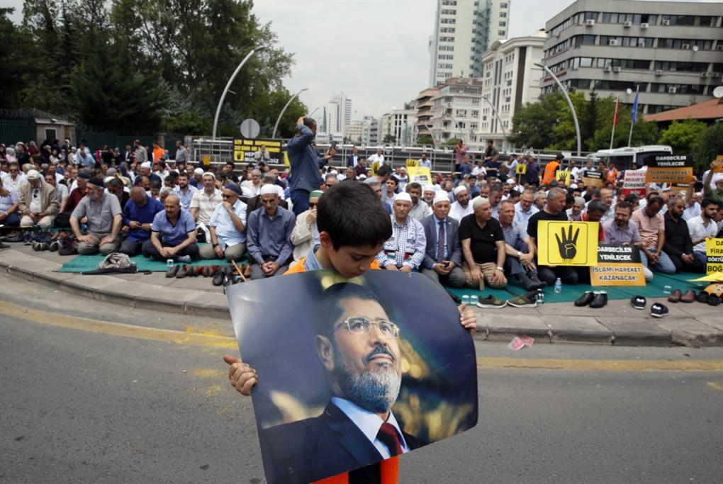 دفن محمد مرسي: كأنها جنازة عار!