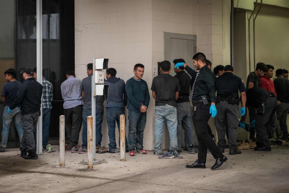 ترامب يهدّد بموجة ترحيل مهاجرين: مخاوف من تجدّد سياسة «فصل العائلات»